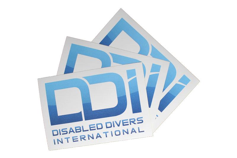 regali-solidali-adesivo-ddi-subacquea-disabilita-1