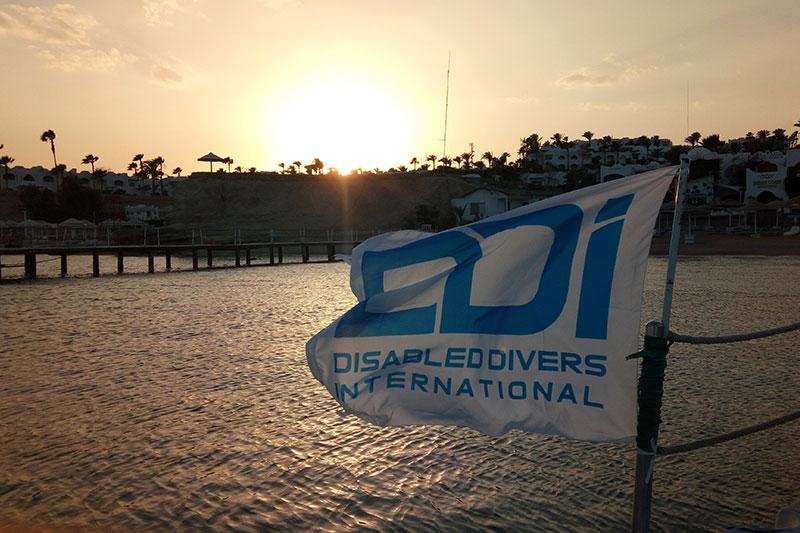 regali-solidali-ddi-subacquea-disabilita-bandiera-1