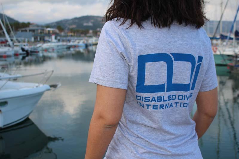 regali-solidali-tshirt-donna-ddi-subacquea-disabilita-2